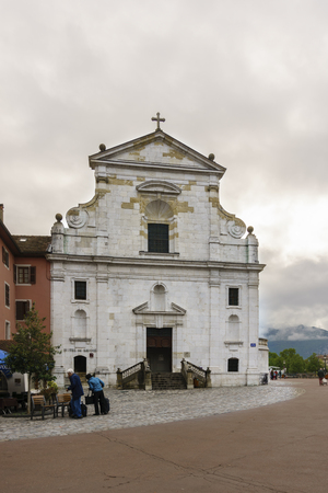 France, Annecy - May 01, 2018:Church of San Francesco di Salesl is the main Catholic place of worship in Annecy, in the Haute-Savoie department. Archivio Fotografico - 105180239