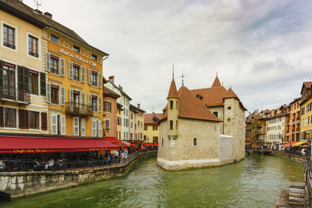 Annecy, France - May 01, 2018: Medieval old town and the tower of Palais de l'Isle castle on Thiou river in Annecy, Savoy, France Archivio Fotografico - 105180244