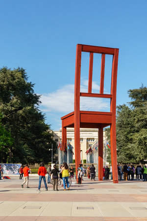 Geneva, Switzerland - April 04,2018: The Place of Nations,  gigantic 'Broken Chair', symbol of the fight against landmines at May 10, 2013 in Geneva, Switzerland. Around are the headquarters of about 250 international organizations. Artist Daniel Berset. Archivio Fotografico - 105180285