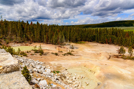 Along the Yellowstone River lie mud volcanoes and sulfur Caldron are mainly pots of mud and fumaroles because the area is located on a perched water system with little water available. Archivio Fotografico - 106235714