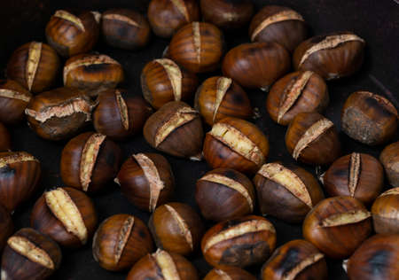 pan fried chestnuts at home 免版税图像