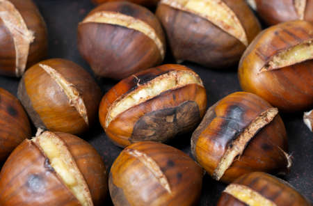 pan fried chestnuts at home kitchen 免版税图像