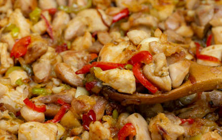cooked chicken dish with vegetables sauteed in the pan 免版税图像