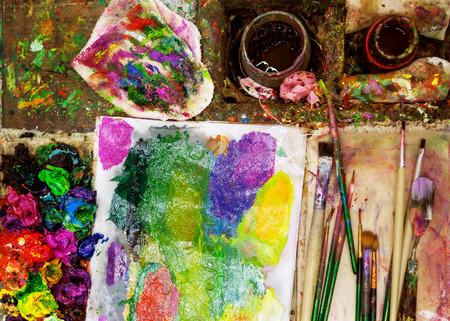 artist paints oil palette Imagens