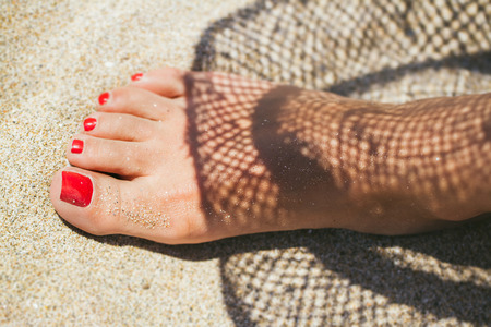 painted toes: Womans feet on the beach