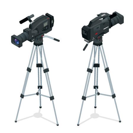 Cámara de vídeo digital profesional fijado en un trípode. lente de la película. Piso 3d ilustración isométrica del vector