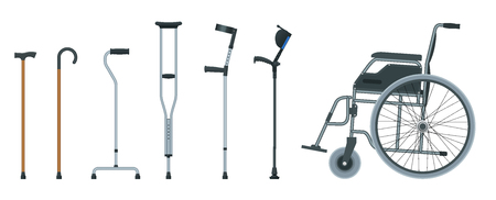 Set di ausili per la mobilità tra cui sedia a rotelle, deambulatore, stampelle, bastone quadruplo e stampelle per avambraccio. Illustrazione piatta. Concetto di assistenza sanitaria