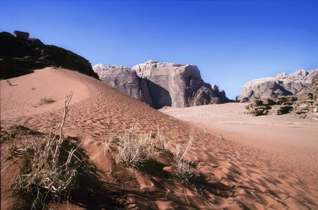 wadi rum desert in jordania location place were been shot movies like indiana jones ,laurence of arabia or red planet 스톡 콘텐츠 - 121743232