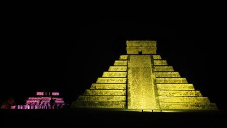 El Castillo le château de Chichen Itza dans le Yucatan était une ville maya et l'un des plus grands centres religieux et reste aujourd'hui l'un des sites archéologiques les plus visités