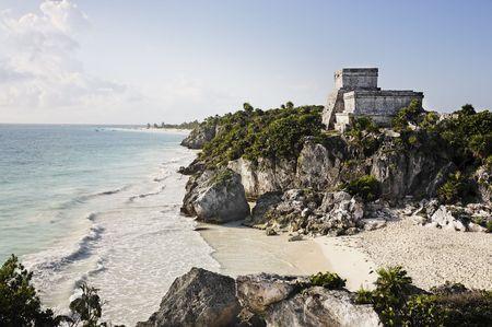 Blick auf die Maya-Ausgrabungsstätte Tulum Standard-Bild