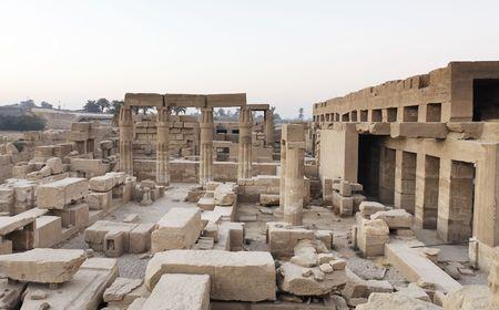 Blick auf den Karnak-Tempel In Luxor Oberägypten Standard-Bild