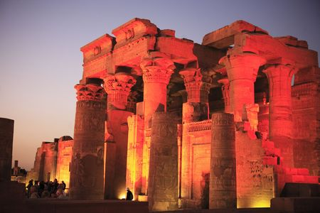 view on the Kom Ombo by night temple along the river nile in upper egypt 免版税图像