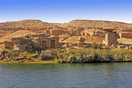 Cliff Dwelling troglodytes house on the shore of the river nile in egypt Reklamní fotografie