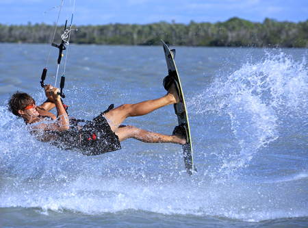 young and talented kitesurfer in brazil tatajuba, Jericoacoara,ceara 免版税图像