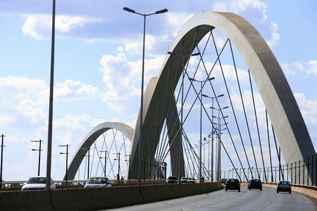 Puente Juscelino Kubitschek en Brasilia, capital de Brasil