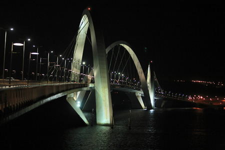 Juscelino Kubitschek bridge in  brasilia city capital of brazil by night 版權商用圖片