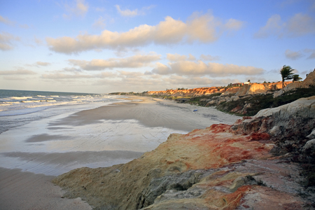 Vista de la Praia das Fontes, la playa de los manantiales entre Morro Branco y Beberibe cerca de Fortaleza, Estado de Ceará, Brasil