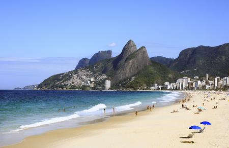 vue sur la plage de leblon à de janeiro brésil