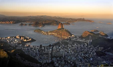 luftaufnahme von botafogo und dem zuckerhut in de janeiro brasilien