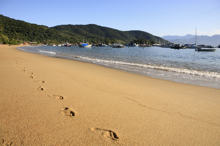 footstep on the sand of abraao beach in the beautiful island of ilha grande near de janeiro in brazil Archivio Fotografico - 121743788