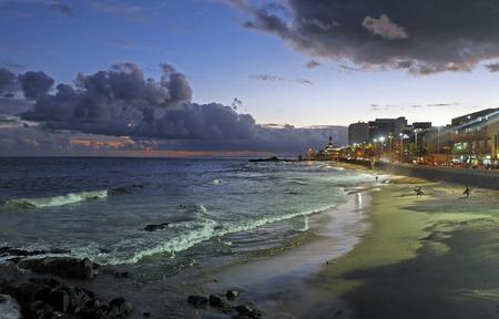 La playa de Barra en la hermosa ciudad de Salvador en el estado de Bahía, Brasil