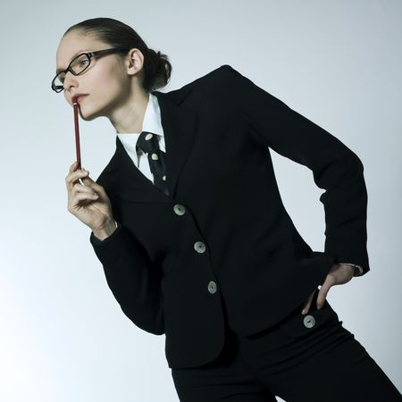 le studio a tir� le portrait d'une belle jeune femme dans un costume de costume Banque d'images - 2966645
