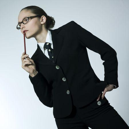 le studio a tiré le portrait d'une belle jeune femme dans un costume de costume Banque d'images - 2966645