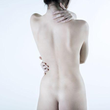 mujer desnuda de espalda: estudio disparo foto de la espalda j�venes caucasian hermosa mujer desnuda acostada sobre un fondo blanco floo