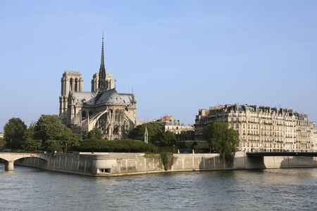 notre dame de paris in the beautiful city of paris france