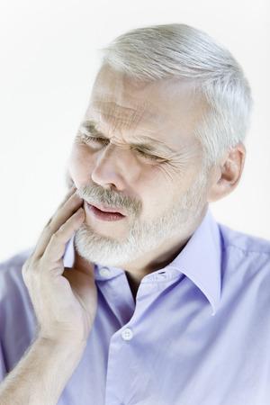 dent douleur: portrait sur withe isol� sur un fond d'une belle expression de hauts LANG_EVOIMAGES