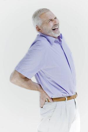 elderly pain: ritratto withe isolato su sfondo di un bel espressiva alti