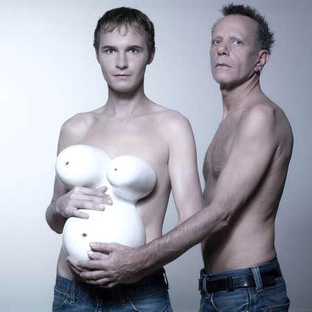 pareja desnuda: Retrato de una pareja homosexual de embarazadas esperando un beb�