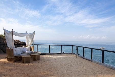vis�o: cadeira de praia � beira-mar em um hotel resort em Kerala india estado