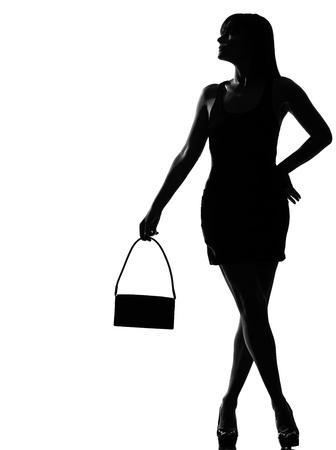 explotación de espera de hermosa mujer caucásica de silueta elegante bolso longitud completa sobre fondo blanco estudio aislado