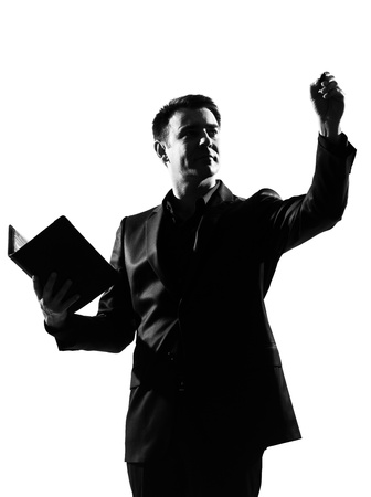 tutor: hombre de negocios del C�ucaso de silueta con Bloc de notas expresando la longitud completa del comportamiento sobre fondo blanco estudio aislado