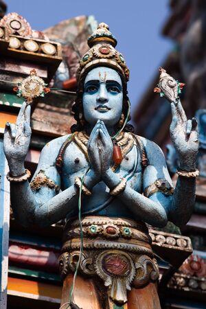 shiva: gopuram de Vishnou Temple de Cochin au Kerala en Inde Etat