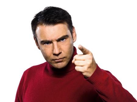 kaukasisch Mann winkte drohend erhobenem Zeigefinger Studio Portrait auf isolierte weißen Hintergrund