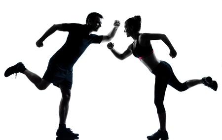 ejercicio aer�bico: un hombre mujer pareja el ejercicio de entrenamiento de la aptitud aer�bica Silouhette postura de cuerpo entero en el estudio aislado en fondo blanco