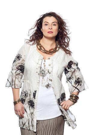 large build: uno grande generazione caucasico donna primavera estate modelle vestiti abbigliamento su sfondo bianco studio isolato