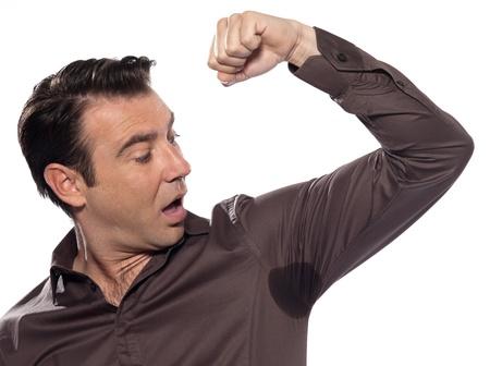 sudoracion: un hombre cauc�sico que mira mancha de sudor sudor transpirado mancha estudio sorprendido aislado sobre fondo blanco