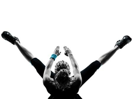 ejercicio aer�bico: una mujer el ejercicio de entrenamiento de la aptitud de ejercicios aer�bicos abdominales empujan la postura ups en el estudio de fondo blanco aisladas Foto de archivo