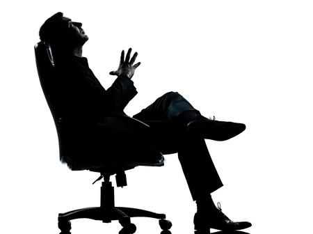 кавказцы: одного кавказского бизнеса человек, расслабляющий мышления, сидя в кресле силуэт Полная длина в студии, изолированных на белом фоне Фото со стока