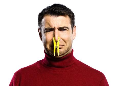tufo: hombre cauc�sico olor desagradable retrato de estudio en backgound blanco aislado