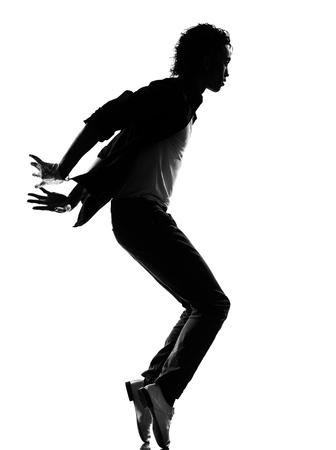 bailarines silueta: la silueta de cuerpo entero de un bailarín joven de hip hop danza cobarde r & b en el estudio de fondo blanco aislado Foto de archivo
