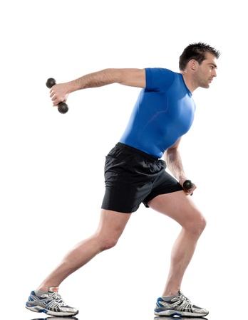 lunges: hombre haciendo ejercicio Estocadas extensi�n de tr�ceps en el fondo aislado blanco.