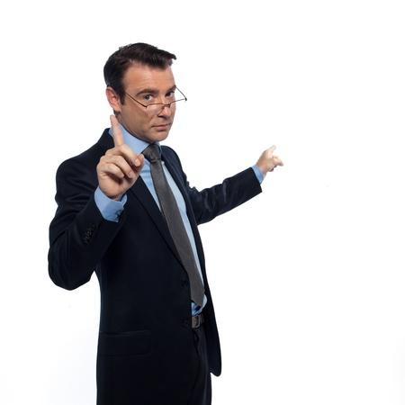 profesor: un profesor de enseñanza caucásica el hombre hace señas señalando estudio vacío copia espacio aislado en el fondo blanco Foto de archivo