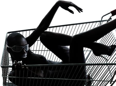 un hermoso negro mujer africana desnuda sentada en el interior de un carro de compras caddie en el estudio aislado sobre fondo blanco Foto de archivo - 12916506