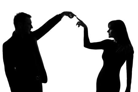 conexiones: un hombre cauc�sico y una mujer haciendo un gesto que expresa el concepto de comunicaci�n en el estudio de silueta aislados sobre fondo blanco Foto de archivo