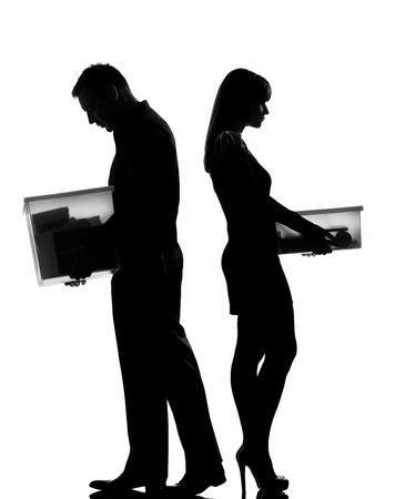 divorcio: un hombre cauc�sico y de la mujer en el estudio de silueta aislados sobre fondo blanco