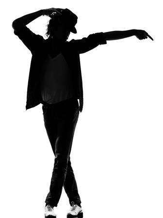 danseres silhouet: volledige lengte silhouet van een jonge man danser dansen funky hip hop r & b op geïsoleerde studio witte achtergrond